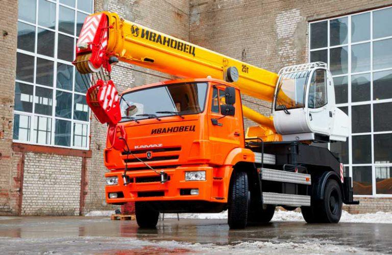 Автокран Ивановец  25 тонн 21 метров