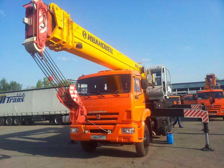 Автокран Ивановец  25 тонн 31 метров